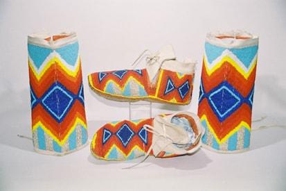 Sapatos da tribo 'Pow-wow', moccasins e leggings, a tribo fica localizada no Canadá