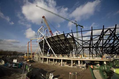 london-olympic-stadium-construction-4