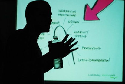 Contamos com os palestrantes André Cardoso e Rodrigo Estevam designers da Globo.com, especializados em user experience, que trouxeram um pouco da sua experiência para os oficineiros voluntários.