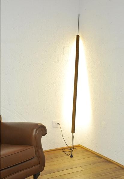 Luminária Pau de Luz (luminária coluna de chão) Design: Alfio Lisi Alfio Lisi Leme - SP, Brasil Empresa: Marcenaria Artífice São Paulo - SP, Brasil DOMINICI