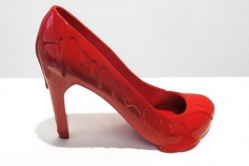 12-shoes-for-12-lovers-by-sebastian-errazuriz-designboom-601
