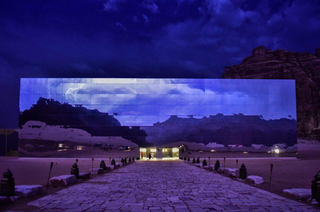 Maraya-lo-specchio-che-riflette-il-deserto-dellArabia-Saudita-Collater.al-10-1024x681